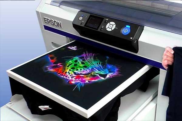 bisa mencetak secara full color